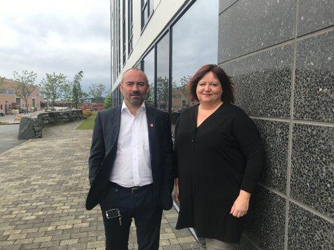 Tom Henning Slethei (Frp) og Siv-Len Strandskog (Ap) er enige om å fortsette å forhandle seg frem til en maktposisjon i Sola sammen med Sp og Frp.