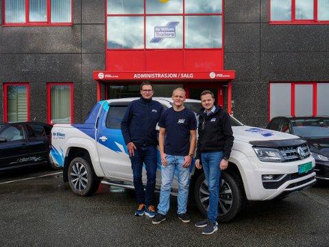 Fra venstre: Daglig leder i Ifor Williams Rogaland AS Sigurd Duenger, selger Erik Vold og markedsleder Ifor Williams Norge AS, Kim Brandsnes