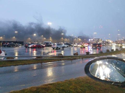 Røyken veltet ut av parkeringsområdet og videre helt til Tananger. Passasjerene ble evakuert til Stavanger.