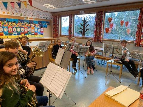 Musikanter fra juniorkorpsene skal i gang med innøving til Rogalandmesterskapet.