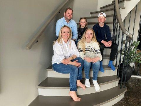 Renate Gimre og mannen Bjørnar Ørland har bygd drømmehuset på Sande. I påsken flyttet de inn sammen med barna Tomine (8), Sekiel (12) og Regina (15).  Denne saken ligger som nummer to på vår mest leste-statistikk i 2020.