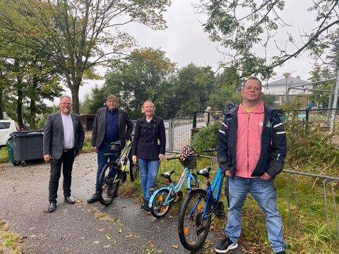 At Røyneberg barnehage må flytte ut av bygget får politikerne til å skynde seg med å starte byggingen av ny barnehage. Fra venstre Ove Evertsen (FNB), Leiv Arild Lie (Sp), Renate Gimre (Frp) og Viggo Kalaoja (Ap).