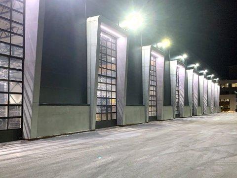 De gigantiske hallene til Vest Betong AS som ligger på Vestre Svanholmen rett ved IVAR.