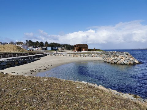 Kanskje torsdag er rette dag for å ta en kjapp svømmetur ved munningen av Hafrsfjord? Da er stranden på Jåsund et godt utgangspunkt.