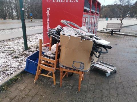 Søppelet er ankommet etappevis, og etter hvert ryddet pent og pyntelig sammen i en haug.