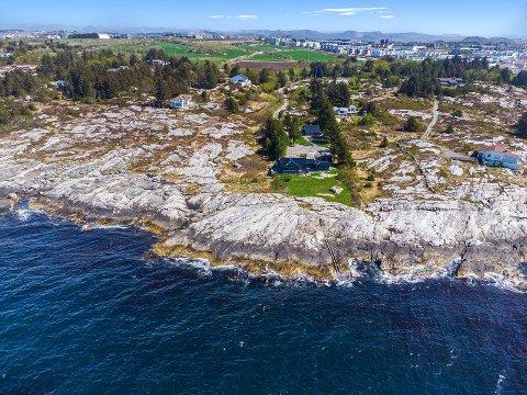 Denne hytteeiendommen på 3,7 mål har en prislapp på 7,8 millioner kroner, og befinner seg på Myklebust.