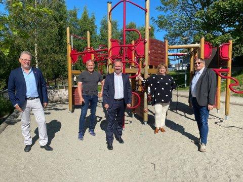 Posisjonspolitikerne vil at det skal fortsatt være kommunal barnehage på Grannes. Fra venstre Ove Evertsen (FNB), Rune Ydstebø (Frp), Tom Henning Slethei (Frp), Siv-Len Strandskog (Ap) og Leiv Arild Lie (Sp).