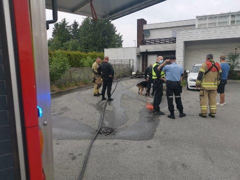 Nødetatene rykket mannsterke ut, og fikk raskt kontroll på brannen. Brannårsaken er uviss.