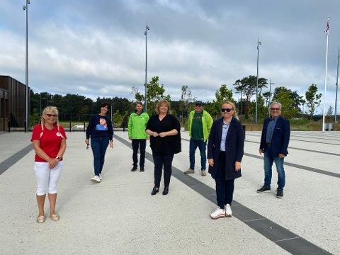 Jorunn Sola (FNB), Janne Stangeland Rege (H), Bjarte Horpestad (V), Siv-Len Strandskog (Ap), Leiv Arild Lie (Sp), Renate Gimre (Frp) og Arnfinn Clementsen (KrF) representerer noen av partiene som fra denne helgene vil drive valgkamp utenfor rådhuset.