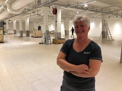 Anne Hilde Tjora i det som skal bli ny Europris-butikk. Åpningen er torsdag, og butikken er i Stadionparken i Jåttåvågen.