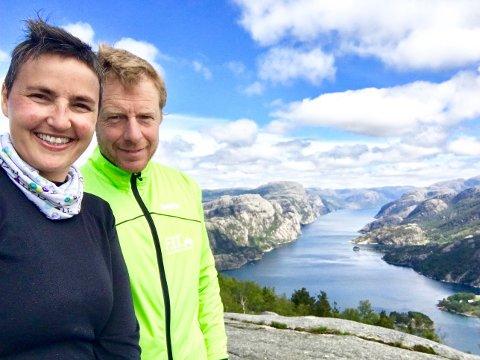 ARRANGØRER: Rita og Hallgeir Hinna inviterer til julemarked i Bjørheimsbygd på søndag