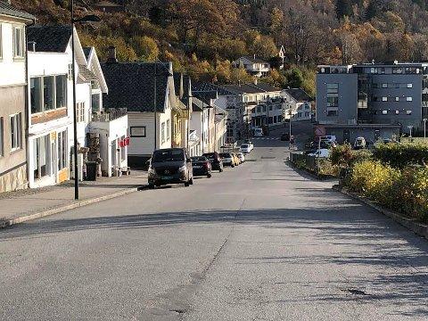 STENGT TORSDAG: Hele torsdagen blir denne veien stengt for gjennomkjøring.