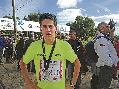 Den ferske løparen Jasin Hjorteland Gbada imponerte med andreplass på 10 kilometer under Oslo Maraton. (Foto: Privat)