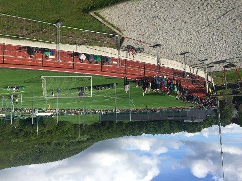 Mye folk på nye Tau stadion da Viking var på besøk.