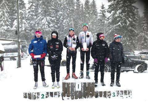 Hjelmeland-løparane Hedda Opdahl Viga (til venstre) og Helene Flem slo laga frå Vindbjart/Rygene og Oddersjaa/Gjesdal og tok plass øvst på pallen. (Foto: Nils Viga)