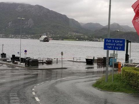 KAN BLI ENDÅ MEIR KAOS I HELGA: Reserverferja på Høgsfjorden har allereie skapt kaos og forseinkingar for dei reisande denne veka. (Foto: Thore Håland)