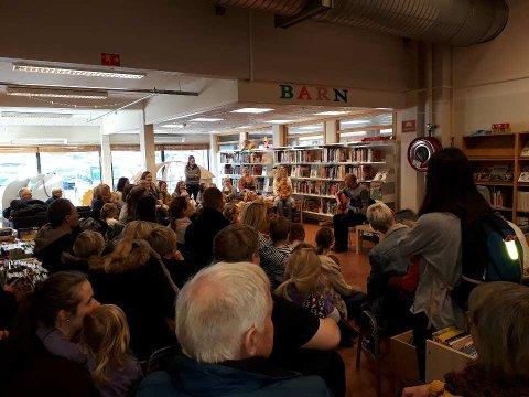 110 små og store fekk med seg Bjørn Kallevig i biblioteket på Jørpeland laurdag.