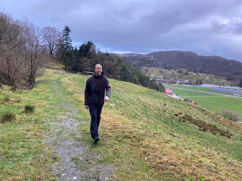 BRUKER NÆRMILJØET: Vegen mellom Tengsareid og Slettebø er ein av mange i Ståle Sørensen sitt turrepertoar. Her er det lett å laga seg ein rundtur.