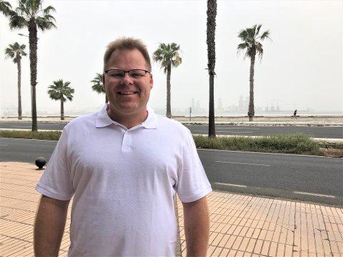 LANG FERIE: Jøsenfjordbuen Odd Åge Aas, som bur på Sand, er sandfast i Las Palmas. – Me får ingen informasjon om heimturen, men i dag ser det litt lettare ut. Me kan sjå blå himmel, seier han.
