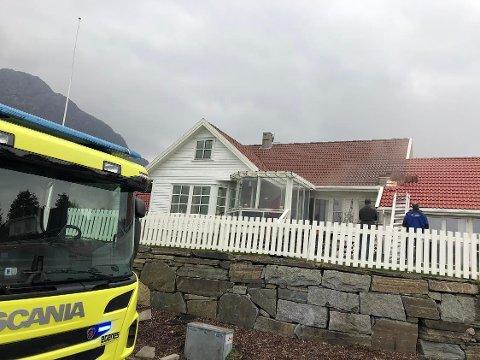 RØYK: Brannvesenet rykket ut til røykutvikling i et hus på Forsand.  Foto: Roar Larsen