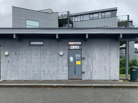 EKKELT: En familie var ikke imponert over møtet med toalettene i Jørpelandsvågen.