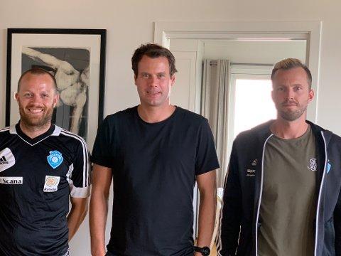 TEAM: Dette trenerteamet skal trene juniorlaget i eliteserien denne høsten. Hovedtrener er Erik Jøssang (midten). Han får med seg Arne Dalehaug (t.v.) og Stian Nag som assistenttrenere.