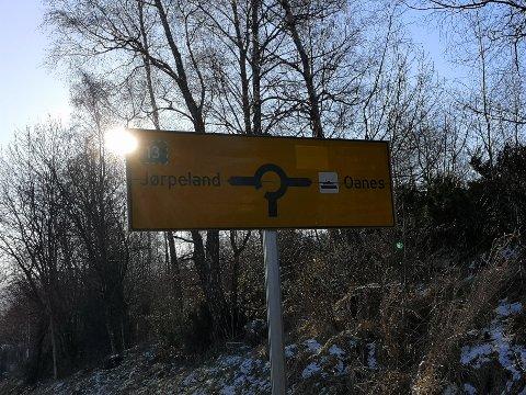 FJERNA: Sandnes er fjerna på skilta langs tidlegare Riksveg 13, som i dag er Fylkesveg 523.