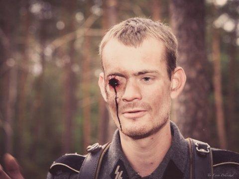 FRONTKJEMPER: Anders Gausland skulle bare være statist i NRK-serien Frontkjemperne, men endte opp med å få seg noen replikker og et utskutt øye.