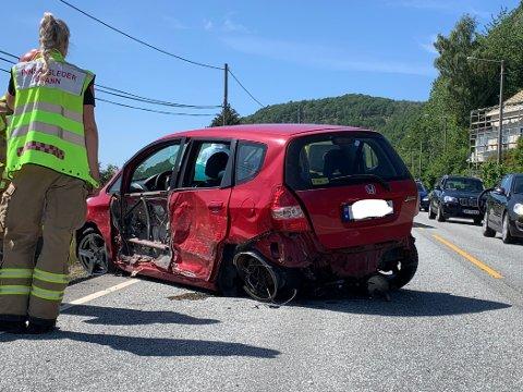 Det var store skader på bilene etter kollisjonen. Foto: Stine Serigstad