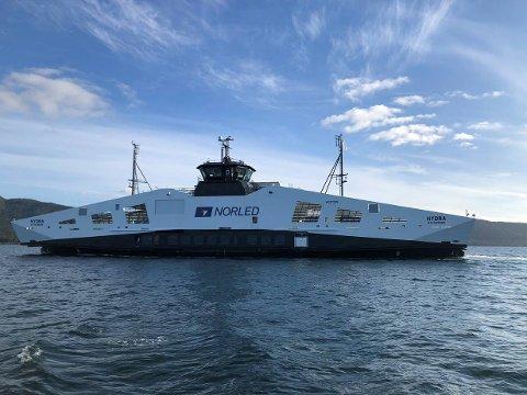 I RUTE: «Hydra» skal etter planen settes i rute i Hjelmeland-sambandet i løpet av tirsdagen. I første omgang skal den gå uten hydrogendrift. Foto: Norled