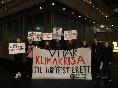 Natur og Ungdom i Steinkjer demonstrerte utenfor rådhuset mandag kveld.