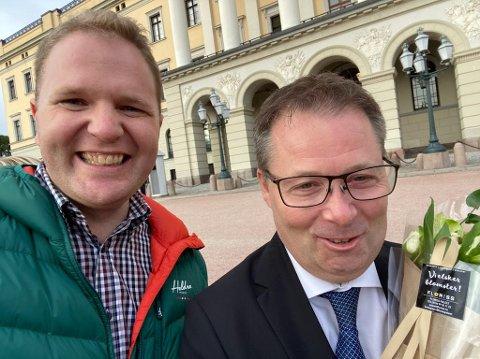 Nils Michael Nilsson Ramsøy var en av de første bort til Bjørn Arild Gram for å gratulerer med ministerposten på Slottsplassen.