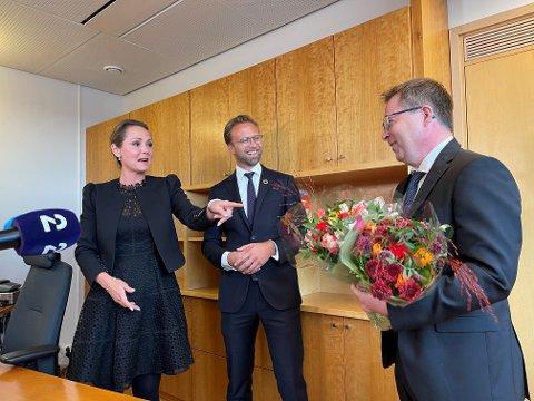 I ettermiddag fikk Gram overlevert nøkkelen fra tidligere kommunal- og moderniseringsminister Nikolai Astrup, og distrikts- og digitaliseringsminister Linda Hofstad Helleland