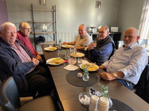5. oktober møttes Morten Brønstad (venstre), Ronald Berg, Bjørn Larsen, Kjell Magneson Solberg og Gunnar Lyng på Kaffe-kaill på kaffeen i 2. etasje på Dampsaga-senteret. Annenhver tirsdag er deg Kaffe-kaill der.