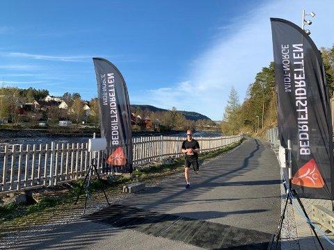 I MÅL: Roy Oskar Halvorsen løper i mål i ensom majestet i Rismelen.