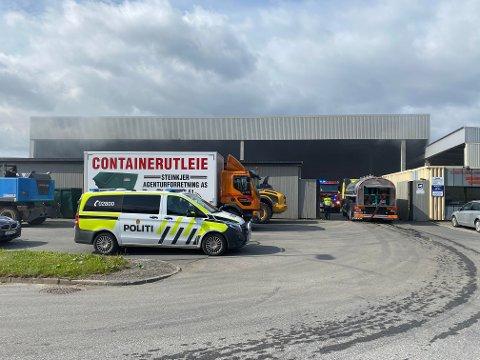 Torsdag formiddag røk det fra en container eller bygning hos Steinkjer Agentur på Nordsileiret.
