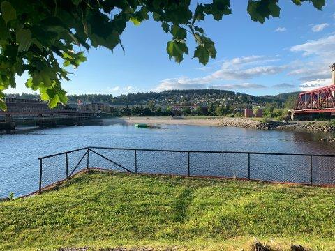 Kommunen sier det ikke skal være kloakk som flyter ut i elva.