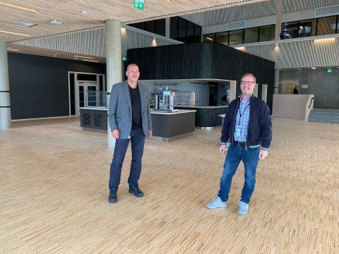 - Det lyser engasjement og nytenkning av Erik Jensen (høyre), så dette tror vi blir veldig spennende, sier Svein Olav Hansen i Steinkjerbygg.