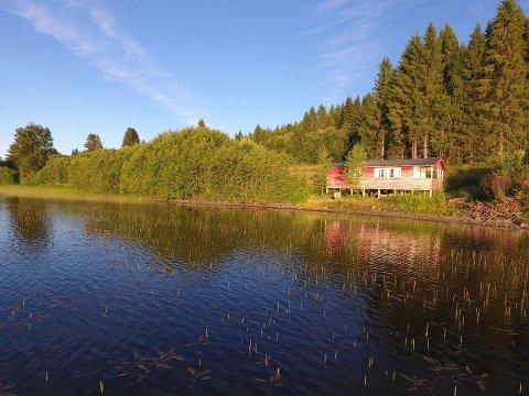 Denne hytta ved Fossemvatnet ligger ute for salg for 280.000 kroner, og var lenge Innherreds billigste fritidseiendom. Det er den ikke lenger.