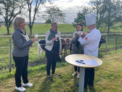 Onsdag formiddag ble avtalen mellom Nortura, Steinkjer kommune og Mære landbruksskole signert F.v. Anne Marit Panengstuen (venstre), som er konsernsjef i Nortura, ordfører Anne Berit Lein og rektor ved Mære landbruksskole, Anne Johanne Hatlinghus