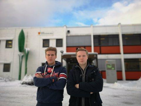 Håkon Aase Kristiansen og Anton Ögren i Ungdommens kommunestyre går begge på Sande videregående.
