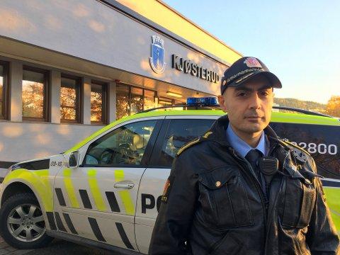 PLANEN KLAR: Førstebetjent Orhan Emeci har vært ansvarlig for planlegging av vaktholdet til Svelvikdagene.