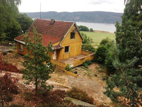 MED MARKA I RYGGEN: Eiendommen til 1,39 millioner ligger på Auke, mellom Berger og Svelvik. Den kjøpte Per Anders Wangsnes og Hans Petter Killingdalen av Namsmannen til 900.000 kroner i fjor. Nå ber de om 1,39 millioner.