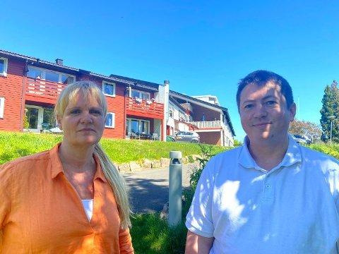 Høyre var eneste parti som ikke stemte for forslaget å fjerne punktet i rådmannens forslag om å se på mulighetene for å omregulere og selge Ebbestad skole. Kristin Surlien og Andreas Muri.