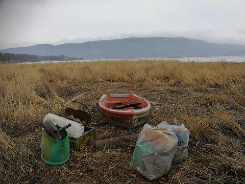 Dette er noe av det dugnadsgjengen fant i Grunnane Naturreservat søndag.