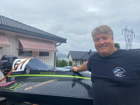 Tommy Larsen og Drammen Sportsbåt Team selger unna rekruttbåten sin for å spare penger.
