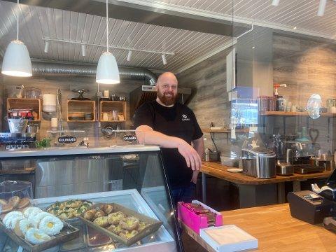 Kenneth Jensen er fornøyd med det nye utseendet til Lunsjeriet.