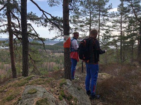 Mange kommer til å ta kartet fatt og orientere seg gjennom Svelvikmarka i år også.