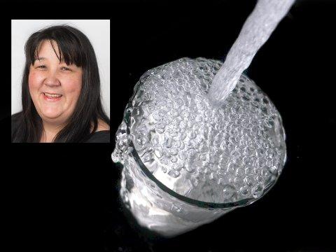 BLE NUMMEN: Da Rita Stenseth (innfelt) smakte på drikkevannet sitt hevder hun at hun ble nummen på tunga. Kommunen sier imidlertid at vannprøvene er fine.