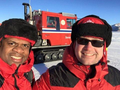 Politisk rådgiver Andre Kolve og Justisminister Anders Anundsen på Sydpolen i februar 2015.
